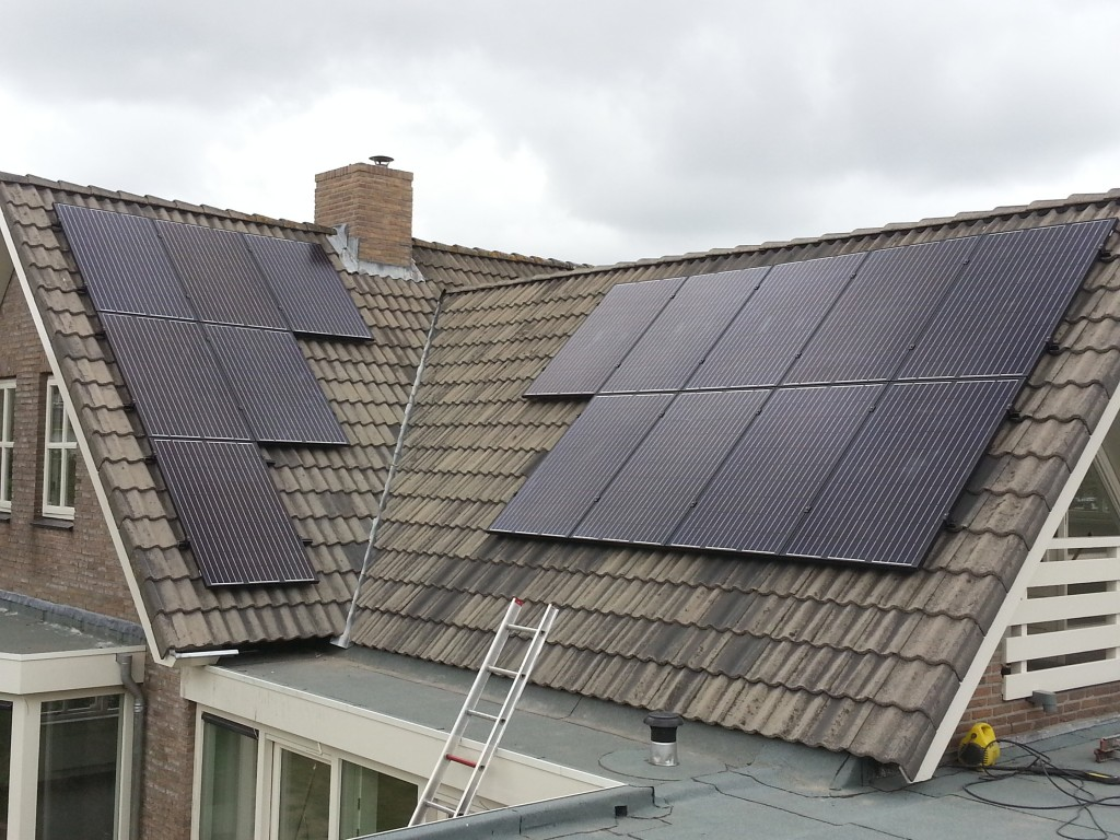 Zonnepanelen-holland plaatst 15 panelen in Maassluis